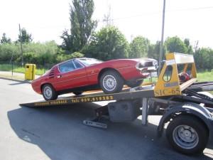 Carroattrezzi a Nonantola H24. Carro attrezzi Idea Auto mentre carica Ferrari Rossa